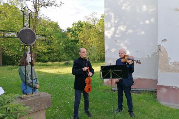 NOC KOSTELŮ 2021 – Kralupy a okolí – Veltrusy • Veltruské smyčcové duo