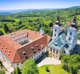 Vranovský kostel s klášterem