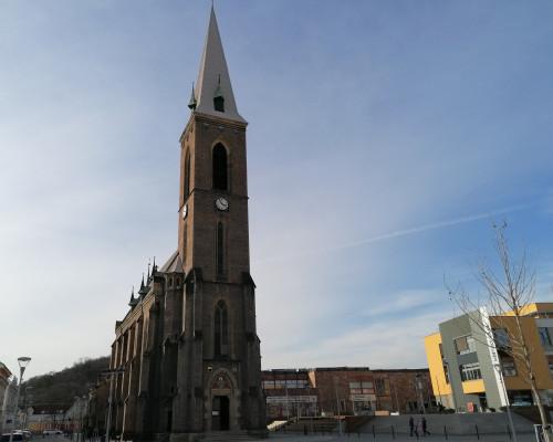 Kralupy nad Vltavou, kostel Nanebevzetí Panny Mari / pohled na kostel