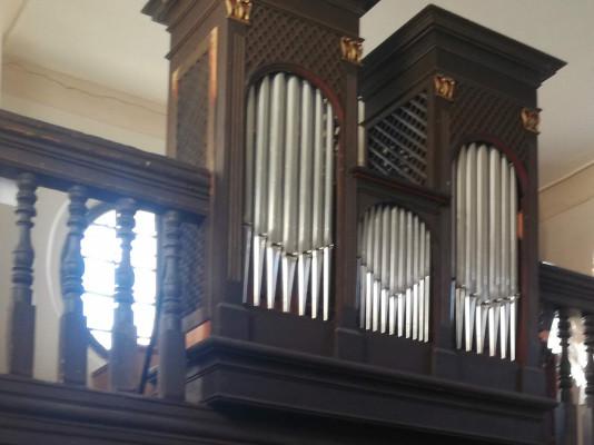 Chvatěruby, kostel sv. Petra a Pavla / varhany