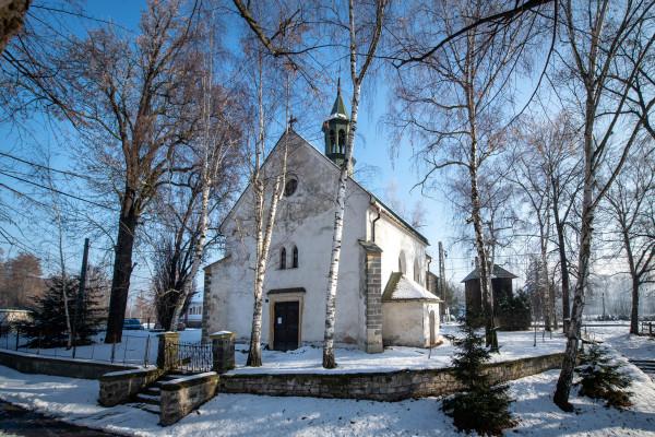 Nelahozeves, kostel sv. Ondřeje / pohled na kostel v zimě