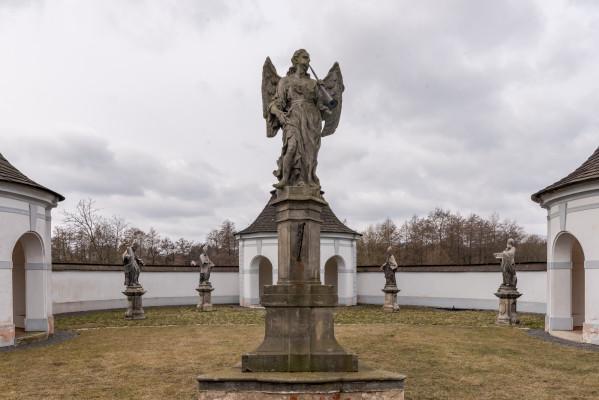 Dolní hřbitov / Socha Anděla Posledního soudu