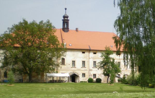 Štěnovice kostel sv. Prokopa / pohled ze zahrady