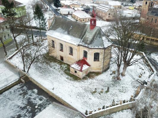 Kostel sv. Jana Křtitele ve Vroutku / Kostel v zimě