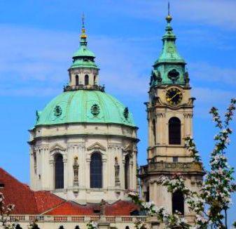 Kostel sv. Mikuláše na Malé Straně.jpg